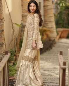 """Sunday Times ( on : """" stuns in this beautiful modern gharara from collection Pakistani Formal Dresses, Pakistani Fashion Casual, Pakistani Bridal Wear, Pakistani Outfits, Indian Dresses, Asian Fashion, Indian Outfits, Pakistani Gharara, Pakistani Culture"""