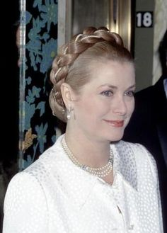 princess grace | PRINCESS GRACE WEARING A BEUTIFUL HAIRSTYLE IN VERSAILLES DINNER