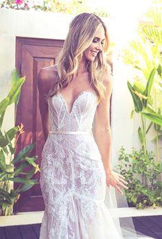 Very pretty Nikki Phillips dress