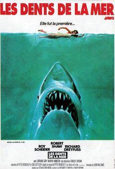 Les Dents de la mer (Jaws, littéralement, « Mâchoires ») est un film d'horreur américain réalisé par Steven Spielberg, sorti en 1975. Deuxième long-métrage du jeune metteur en scène alors âgé de vingt-huit ans, il est adapté du roman éponyme de Peter Benchley, publié en 1974 aux éditions Doubleday. Le roman et le film ont connu un succès critique et commercial mondial. Parti d'un budget de 4 000 000 $, pour arriver finalement à 9 000 000 $, le film a rapporté plus de 470 000 000 $ dans le…