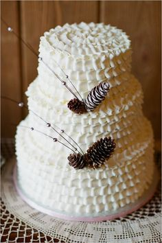 Winter wedding cake ideas from Sweet On You Keywords: #winterweddings #jevelweddingplanning Follow Us: www.jevelweddingplanning.com  www.facebook.com/jevelweddingplanning/