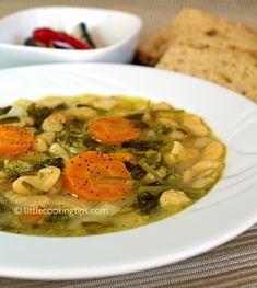 Traditional Greek white beans soup (Fasolada): A tasty and healthy vegan soup recipe White Bean Soup, White Beans, Carrot And Celery Soup, Greek Recipes, Vegan Recipes, Meatless Recipes, Crockpot Recipes, Bean Soup Recipes, Greek Dishes