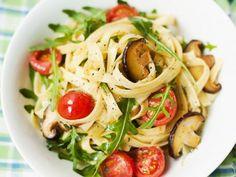 Pasta mit Shitake-Pilzsoße ist ein Rezept mit frischen Zutaten aus der Kategorie Fruchtgemüse. Probieren Sie dieses und weitere Rezepte von EAT SMARTER!