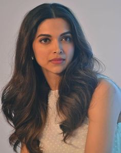 Image about deepika padukone in ♡Bollywood♡ by Dreamy Girl✨ Deepika Padukone Hair, Deepika Ranveer, Ranveer Singh, Indian Celebrities, Bollywood Celebrities, Movies Bollywood, Beautiful Bollywood Actress, Beautiful Actresses, Dipika Padukone