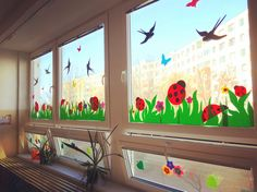 Window paint in summer Class Board Decoration, Decoration Creche, Diy For Kids, Crafts For Kids, Preschool Decor, School Decorations, Classroom Decor, Classroom Board, Classroom Window Decorations