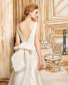 Get the details of this dreamy v-back wedding dress   VIA #WEDDINGPINS.NET