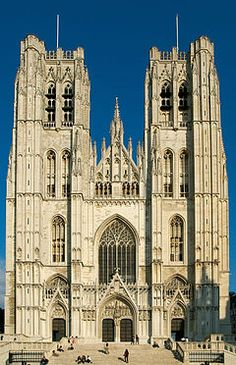 Gudula Cathedral ~ Roman Catholic church at Treurenberg Hill in Brussels, Belgium Sacred Architecture, Cathedral Architecture, Religious Architecture, Beautiful Architecture, Tour Saint Jacques, Saint Michel, Cathedral Basilica, Cathedral Church, Architecture Religieuse