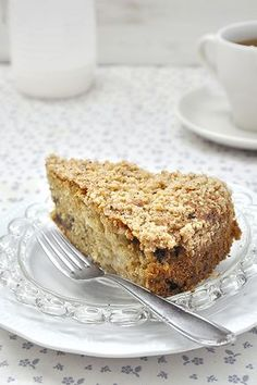 Vegan Αpple Ηalva Coffee Cake with Crumb Topping. A delicious and nutritious way to start your day! Greek Sweets, Greek Desserts, Greek Recipes, Cupcakes, Cupcake Cakes, Egg Free Desserts, Meals Without Meat, Cooking Cake, Vegan Cake