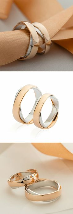 His and her wedding rings. Couple rings the bell. Pair of wedding bands. His and her wedding rings. Wedding Rings Sets His And Hers, Wedding Rings Simple, Matching Wedding Bands, Wedding Rings Vintage, Wedding Matches, Wedding Ring Bands, Trendy Wedding, Gold Wedding, Simple Rings