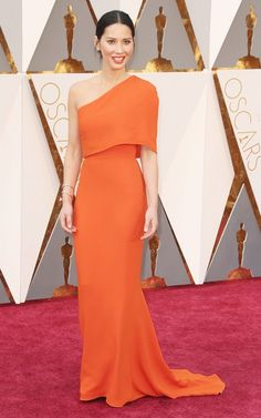 WHO: Olivia Munn  WHAT: Presenter WEAR: Stella McCartney dress; Forevermark Diamonds jewelry; Jimmy Choo clutch and shoes.
