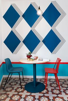 Paredes originais - geométrica -   Valencia Lounge Hostel