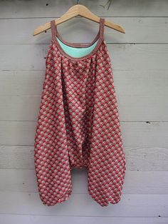 Fantastic 30 Beginner sewing projects tips are readily available on our web pag. Fantastic 30 Beginner sewing projects tips are readily available on our web pages. look at this an Baby Clothes Patterns, Sewing Patterns For Kids, Dress Sewing Patterns, Baby Patterns, Nike Pro Shorts, Jumpsuit Denim, Overalls, Sewing Hacks, Sewing Tutorials