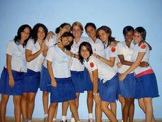 Escuela Lenin(estudiantes) - Cuba – Wikipédia, a enciclopédia livre > Alunas cubanas de uma escola de ensino secundário.