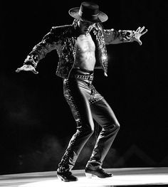 The Fastest Feet in the World.I've been lucky enough to see him perform twice Irish Step Dancing, Irish Dance, Dancing Day, People Dancing, Shall We Dance, Lets Dance, Tight Leather Pants, Lord Of The Dance, Tap Dance