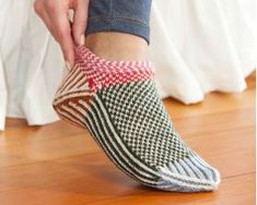 Knitting scandinavian slippers and socks by Laura Farson by Orsa Minore - issuu Knitted Slippers, Slipper Socks, Knitted Booties, Fair Isle Knitting, Knitting Socks, Knit Socks, Knitting Projects, Knitting Patterns, Ravelry