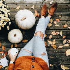 Discovered by a n g h e l l i c. Find images and videos about autumn, fall and pumpkin on We Heart It - the app to get lost in what you love. Autumn Aesthetic, Autumn Photography, Artistic Photography, Photography Ideas, Happy Fall Y'all, Hello Autumn, Fall Photos, Autumn Inspiration, Autumn Ideas