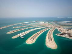 Read about all top things to do in Dubai. Read this page if you are planning to visit Dubai. We have enlisted about Burj Khalifa and things to do in Dubai World Expo 2020, Places To Travel, Places To Visit, Palm Jumeirah, Visit Dubai, Turu, Destination Voyage, Holiday Deals, Travel Deals