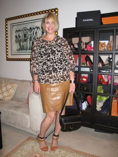 in leatherskirt lady Mature