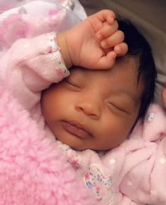 Image may contain: one or more people, people sleeping, baby and closeup Cute Mixed Babies, Cute Black Babies, Beautiful Black Babies, Beautiful Children, Cute Babies, Newborn Black Babies, Black Baby Girls, Baby Girl Newborn, Baby Momma