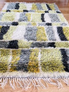 Excited to share this item from my shop: Modernist vintage wool rya rug. Scandinavian Rya Denmark or Sweden, midcentury modern. Danish Modern Furniture, Teak Furniture, Mid Century Modern Furniture, Modern Chairs, Midcentury Modern, Furniture Design, Modern Room, Chair Design, Design Design