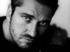 Schauspieler Gerard Butler, Porträt, Gesicht, Augen, Augen, Haare, Fotografie, schwarz und weiß Vektorgrafik - ForWallpaper.com