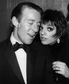 Halston with Liza Minnelli Halston Vintage, Liza Minnelli, Studio 54, Black And White Photography, American Actress, Portrait Photography, Personal Style, Hollywood, Singer