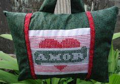 Em tricoline 100% algodão e com bordado a mão em ponto oitinho rosabranca.divitae.com.br Diaper Bag, Bags, Pillows, Throw Pillows, Art, Toss Pillows, Colombia, Cute, Handbags