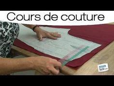 Apprendre à coudre : Le droit fil - YouTube Techniques Couture, Free Crochet, Textiles, Base, Sewing, Scrappy Quilts, Dressmaking, Learn Sewing, Learn To Sew