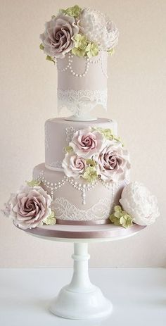 We continue our look at some of the top cake trends of as Jaclyn Campbell of Ivory and Rose Cake Company talks vintage wedding cakes Ivory Wedding Cake, Elegant Wedding Cakes, Beautiful Wedding Cakes, Gorgeous Cakes, Wedding Cake Designs, Pretty Cakes, Vintage Wedding Cakes, Rustic Wedding, Mauve Wedding