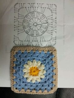 Easy to make crochet granny square pattern. Free crochet chart by Color'n creamColor 'n Cream Crochet and Dream: New Flower Squarecrochê passo a passo ( Crochet Bedspread Pattern, Crochet Motif Patterns, Granny Square Crochet Pattern, Crochet Diagram, Crochet Chart, Crochet Squares, Crochet Designs, Crochet Stitches, Granny Square Afghan