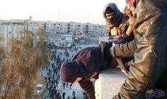 """""""داعش"""" يلقي رجلًا من مبنى في مدينة…: ألقى تنظيم """"داعش"""" رجلًا معصوب العينين، من أعلى مبنى في الموصل، بعد اتهامه بالمثلية الجنسية، وذلك عقب…"""