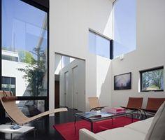 Casa Jigsaw de fachadas modernas / Arquitecto David Jameson