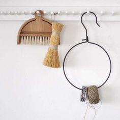 suspension coat hanger from Neëst