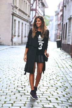 Long trench, sweatshirt, skirt and sneakers. All black
