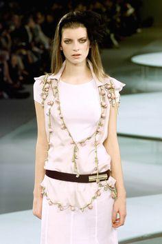 http://www.livingly.com/runway/Chanel/Paris Fashion Week Spring 2002/_QBKJOCXsoY