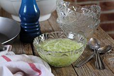 Okurku nastrouháme, posolíme a necháme chvíli pustit vodu.V misce si rozmícháme vodu, ocet (2 lžíce), cukr (1 lžíci) a nalijeme na okurku.... Cucumber Salad, Cabbage, Grains, Vegetables, Ethnic Recipes, Food, Retro, Instagram, Recipes