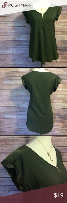 express green & gold zipper shirt ✨express. NWOT. Green shirt with gold zipper detail in front. Functional zipper makes the shirt versatile. Size small. No trades. Fast shipping. Polyester & spandex. Length approx. 27 in. ✨✨tags: work, career, office, professional, weekend, going out, chic, edgy, stylish. Express Tops