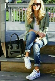 Look by @paty27 with #sneakers #converse #whitesneakers #allstar #whitetshirts #darkgreenblazers #darkgreenbags #darkbluepants.