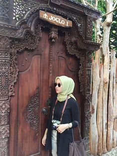Casual Hijab Outfit, Ootd Hijab, My Friend, Friends, Hijab Fashion, Ulzzang, Lion Sculpture, Statue, Photo And Video