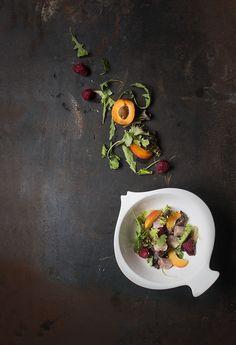 Marinated Tuna Salad with fresh fruit and sesamo seeds. Side Dishes Easy, Main Dishes, Tuna Salad, Food Design, Fresh Fruit, Food Styling, Salad Recipes, Seafood, Food Photography