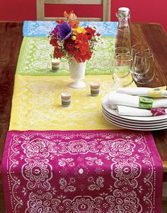 Bandanna Table Runner - Add a cheerful touch to the summer table for any party or event with this patchwork-style runner. Line up enough bandannas to fit the length of a table, leaving some overhang, and stitch together. Bandana Crafts, Bandana Ideas, Bandana Styles, Decor Crafts, Diy Crafts, Creative Crafts, Teen Crafts, Simple Crafts, Upcycled Crafts