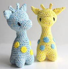 hæklet giraf rangle Hoooked, Diy Crafts Crochet, Pet Toys, Baby Toys, Doll Toys, Kids Toys, Baby Barn, Crochet Animals, Crochet For Kids