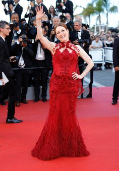 Cannes 2017: opening red carpet  JULIANNE MOORE    In Givenchy Couture