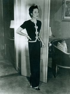 Despite being part of the scandal of the century (or because of it), the Duchess of Windsor remained in demand as a speaker and socialite until her death. Photo courtesy Mark Gaulding, Duke & Duchess of Windsor Society. Wallis Simpson, 1930s Fashion, Vintage Fashion, Women's Fashion, Travel Fashion, Fashion Images, Female Fashion, Vintage Beauty, Fashion Shoot
