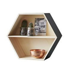 Stunning simplistic hexagon display shelf in a wooden finish. This is deco in design and a must have for your home. The perfect way to feature your beautiful accessories!