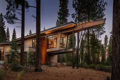California Home's Sweeping Roof Lines Culminate in Elevated Office (14 pictures)
