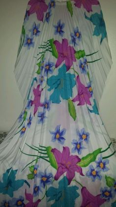 COLORFUL VINTAGE PLEATED CAFTAN  BRIGHTLY COLOURED LILLIES  A  MUST HAVE #UNKNOWN #KAFTAN #SummerBeach