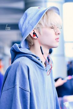 Jae / That remebers me on this Photo from V with those headphones Jae Day6, Korean Bands, South Korean Boy Band, Extended Play, Kpop, Rapper, Park Jae Hyung, Young K, Cute Actors