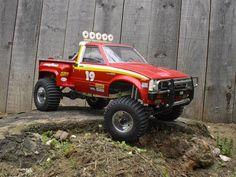 red hilux Rc Cars And Trucks, Toyota Trucks, Nice Cars, Model Kits, Slot Cars, Tamiya, Scale Models, Monster Trucks, Retro