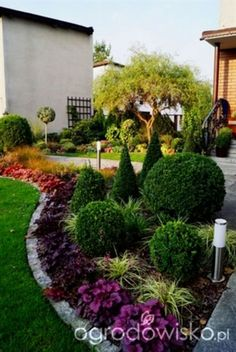 nice 56 Simple Front Yard Landscaping Design Ideas on a Budget #LandscapeLayout #LandscapingOnABudget #SimpleLandscaping #Landscaping Design Ideas